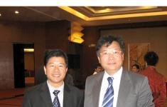 广西政协副主席、广西科学院院长黄日波先生与林金华先生合影