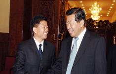 时任中共中央政治局常委、全国政协主席贾庆林亲切接见集团公司董事长林金华